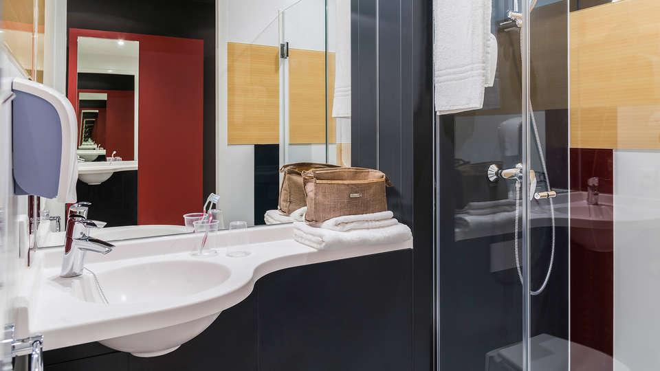 Ibis Budget Brugge Jabbeke - Edit_bathroom.jpg