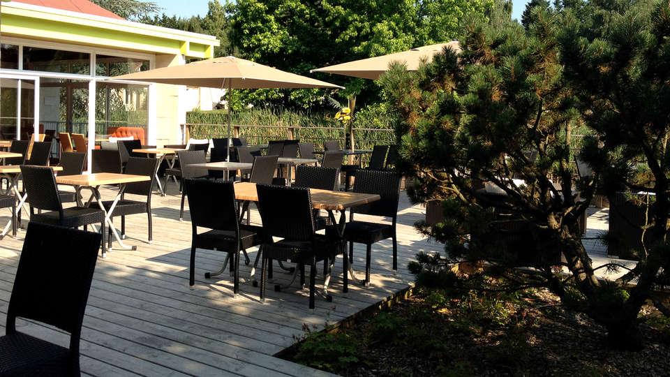 Les Jardins de l'Anjou - Edit_Terrace3.jpg