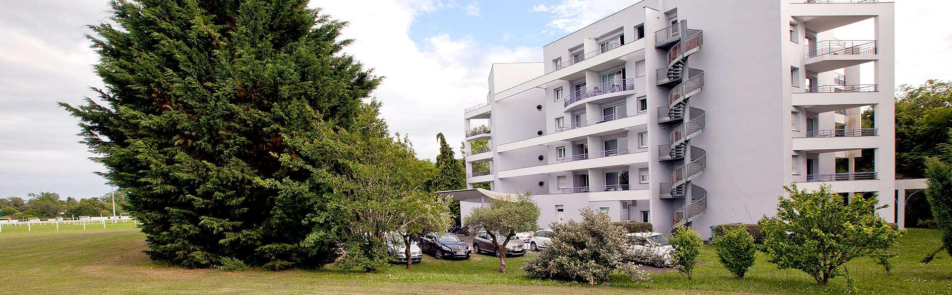 Les Jardins du Lac - Edit_front2.jpg