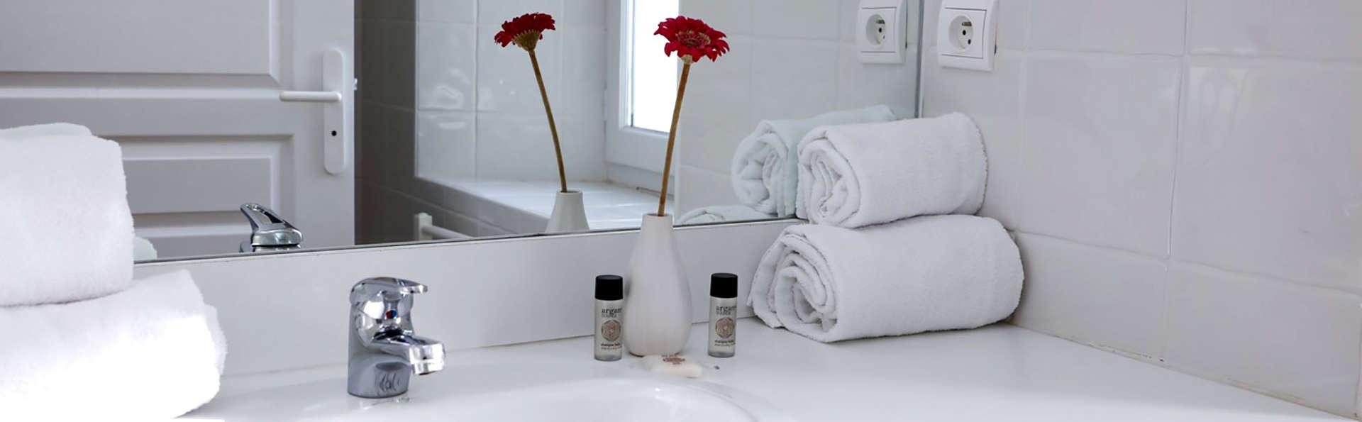 Les Bastides du Golf d'Albret - Edit_Bathroom2.jpg
