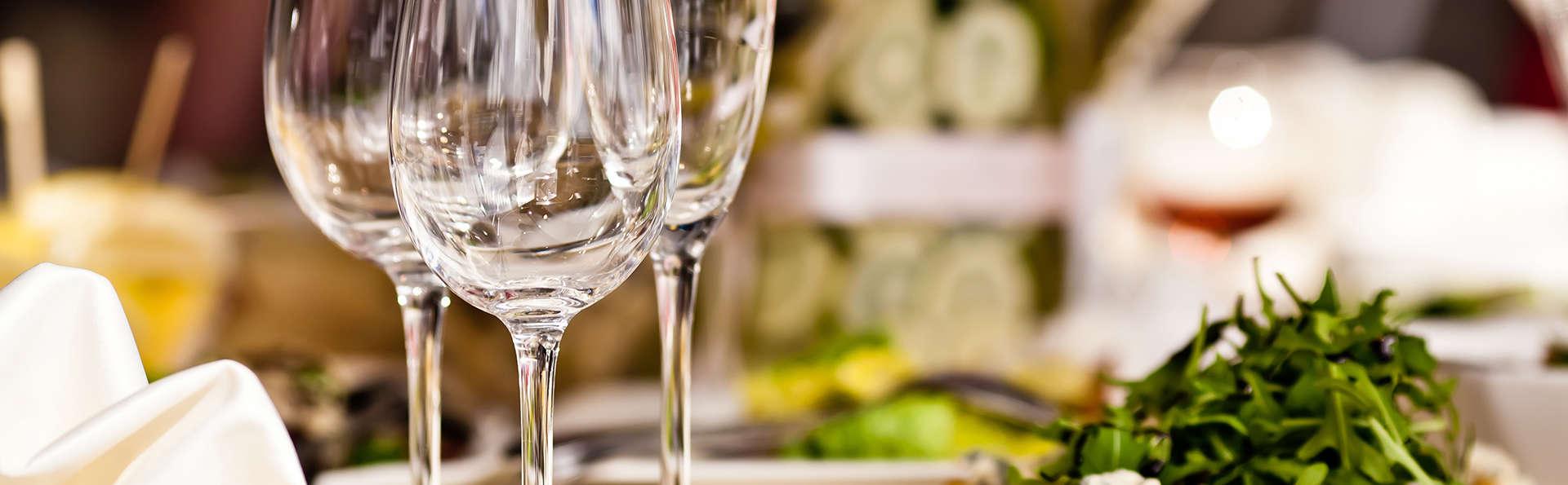 Profitez d'un délicieux dîner de 3 plats servi dans la chambre pour un séjour intime