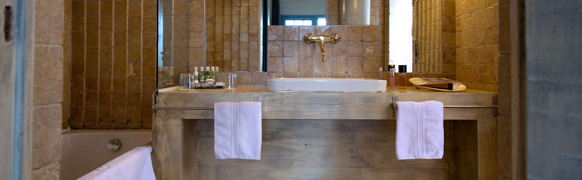 Les Arnelles - Edit_Bathroom.jpg