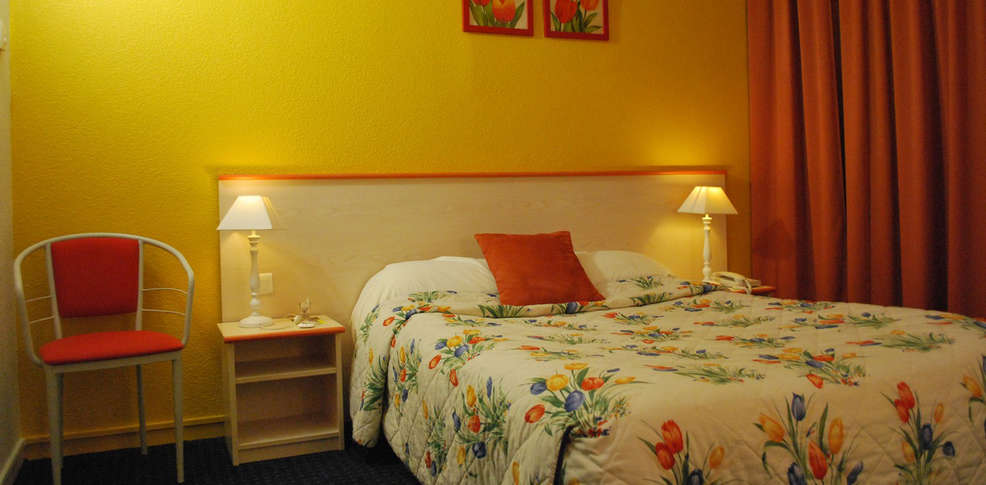 h tel tambourin 3 vitry le fran ois france. Black Bedroom Furniture Sets. Home Design Ideas