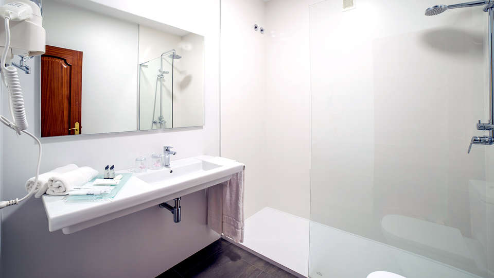 Hotel O Val Do Naseiro - EDIT_NEW_BATHROOM2.jpg