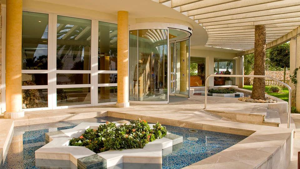 Hotel Vistamar by Pierre & Vacances (inactif) - Edit_Entrance.jpg
