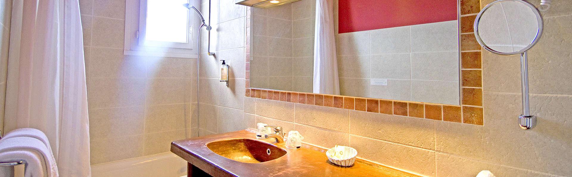 Les Vignes Blanches - Edit_Bathroom3.jpg
