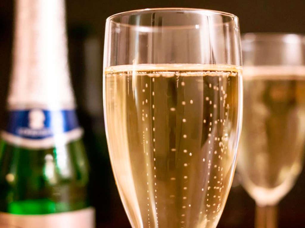 Séjour Languedoc-Roussillon - Week end romantique avec demi bouteille de champagne à Nîmes  - 3*