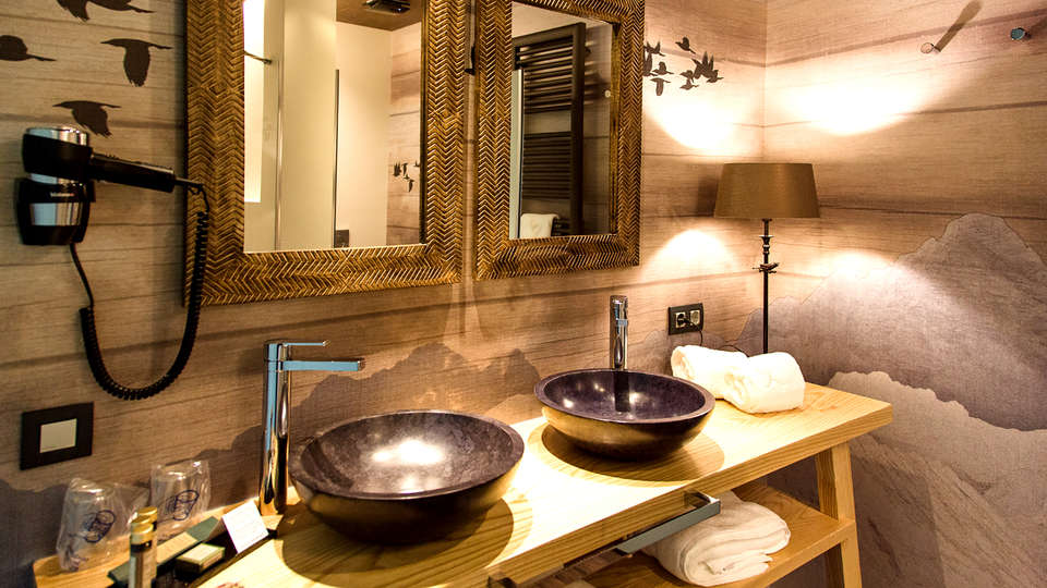 Alojamientos Aínsa Sánchez - Edit_Bathroom5.jpg