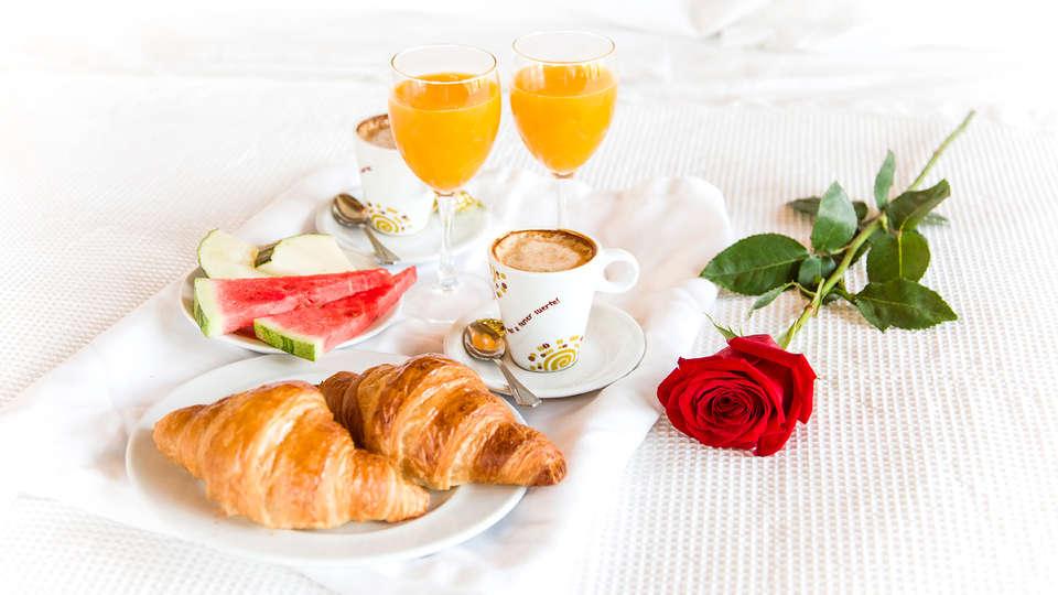 Alojamientos Aínsa Sánchez - Edit_Breakfast.jpg