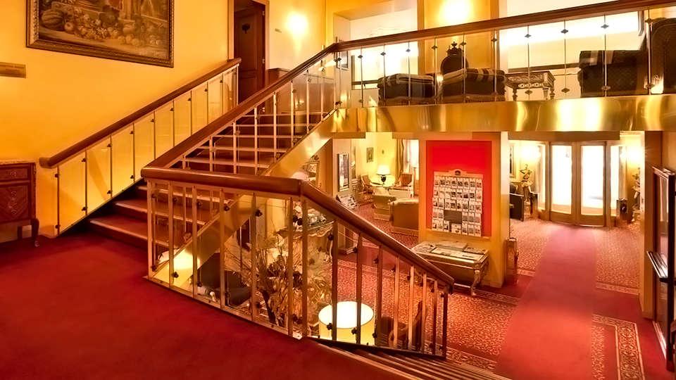 Hotel Mondial - Edit_Lobby.jpg