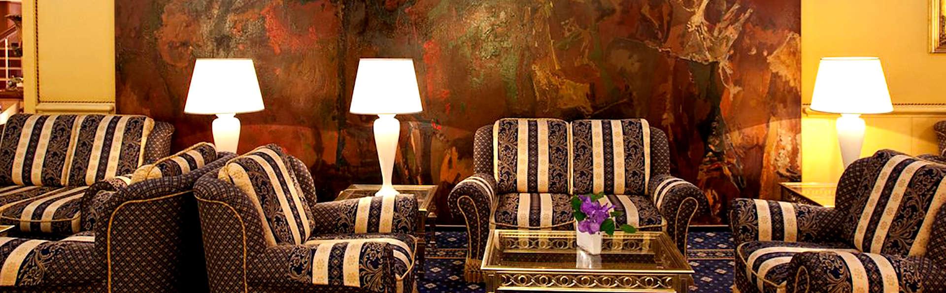 Hotel Mondial - Edit_Lounge.jpg