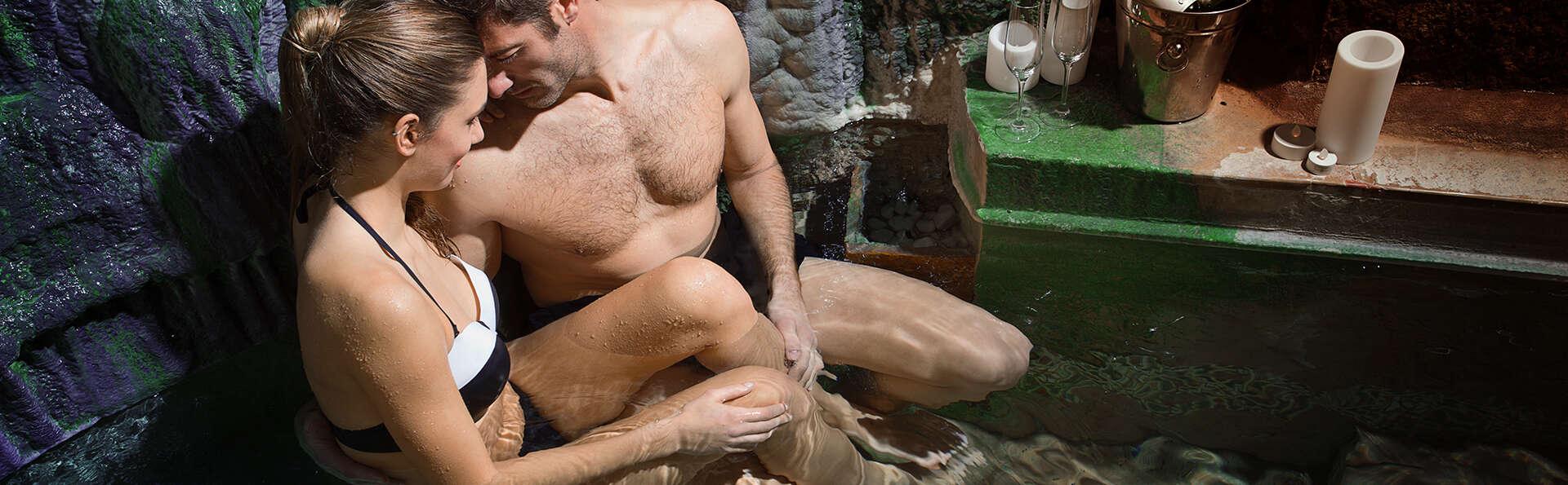 Escapada romántica: Circuito de contrastes y baño del moro romántico con media pensión incluida.