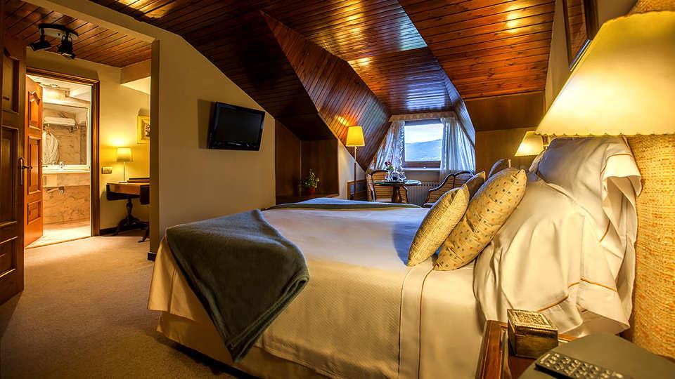 El Castell de Ciutat - Relais & Chateaux - EDIT_NEW_Room3.jpg