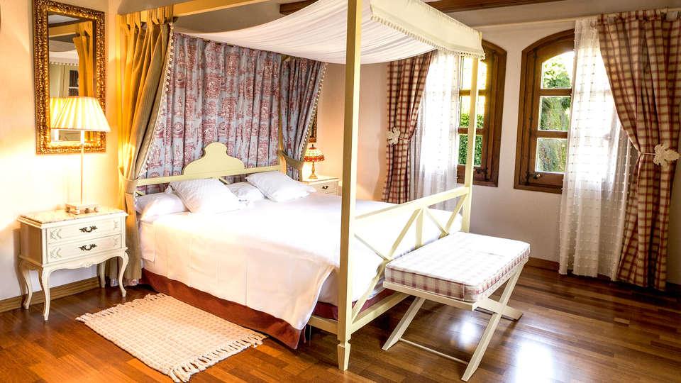 El Castell de Ciutat - Relais & Chateaux - EDIT_NEW_Room2.jpg