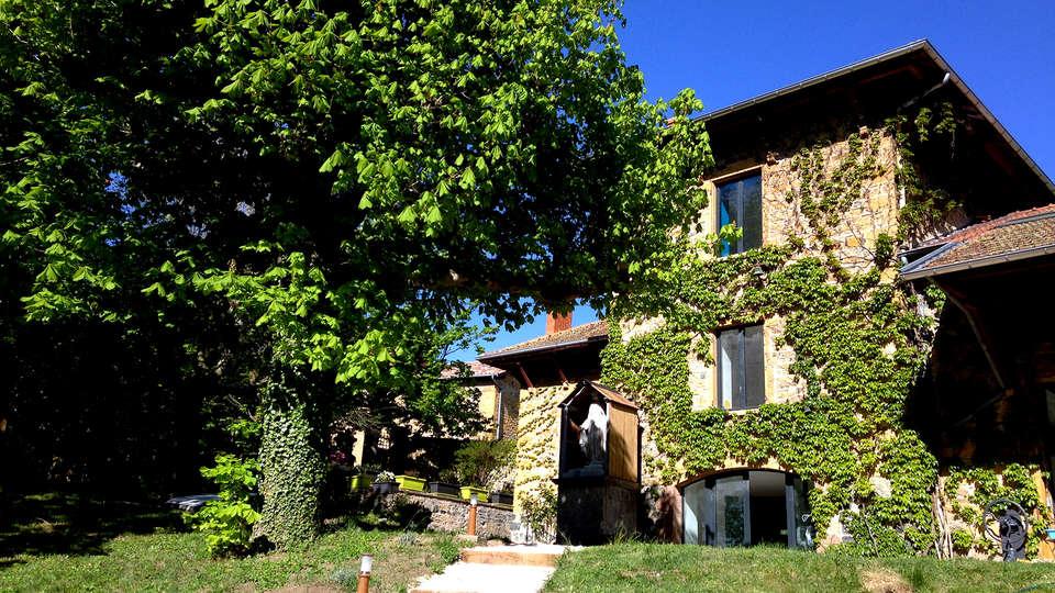 Lodges Laô - Edit_Front.jpg