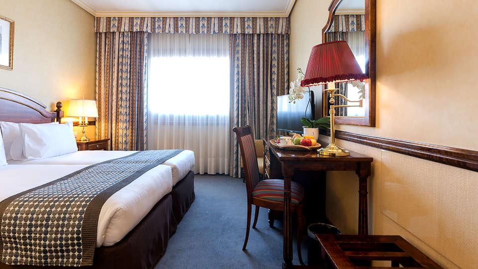 Hotel Exe Reina Isabel - Edit_Room4.jpg