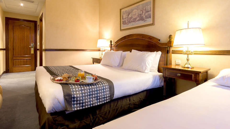 Hotel Exe Reina Isabel - Edit_Room8.jpg