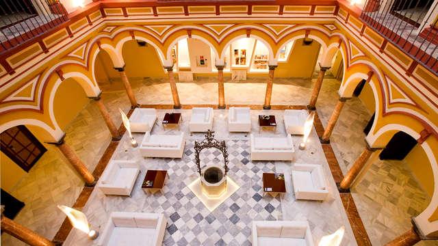 Escapada en un palacio andaluz con desayuno y detalle en Sanlúcar de Barrameda