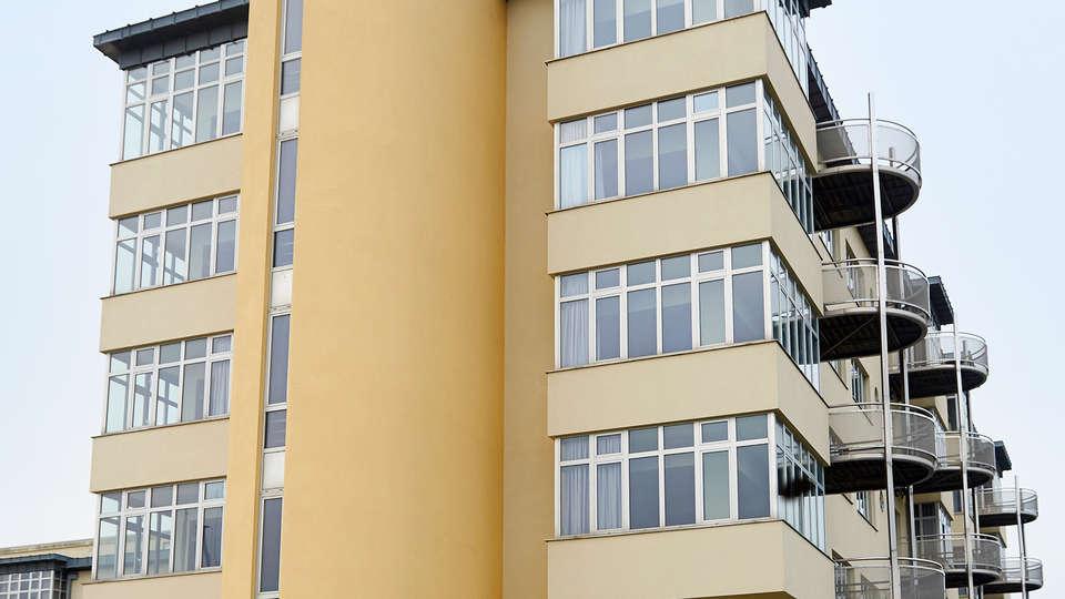 C-Aparthotel Zon en Zee - edit_new_front.jpg