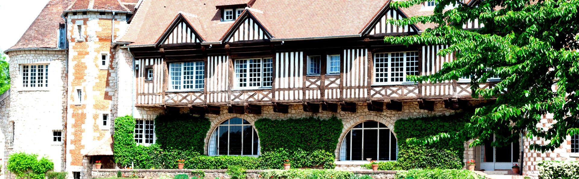 Manoir de Beaumarchais - Edit_Front2.jpg