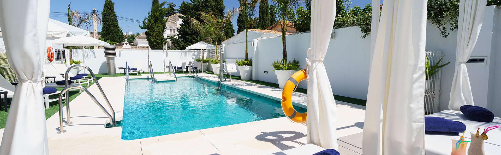 Escapada con Media pensión, niño gratis, acceso al jacuzzi y piscina exterior en Torremolinos