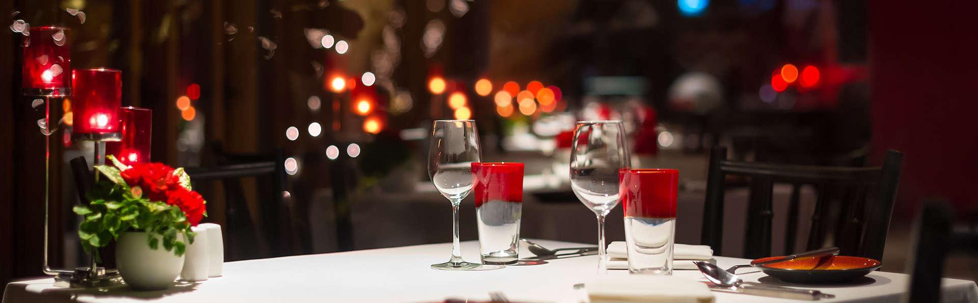 Romanticismo con Cena a la luz de las velas en una ciudad del patrimonio mundial