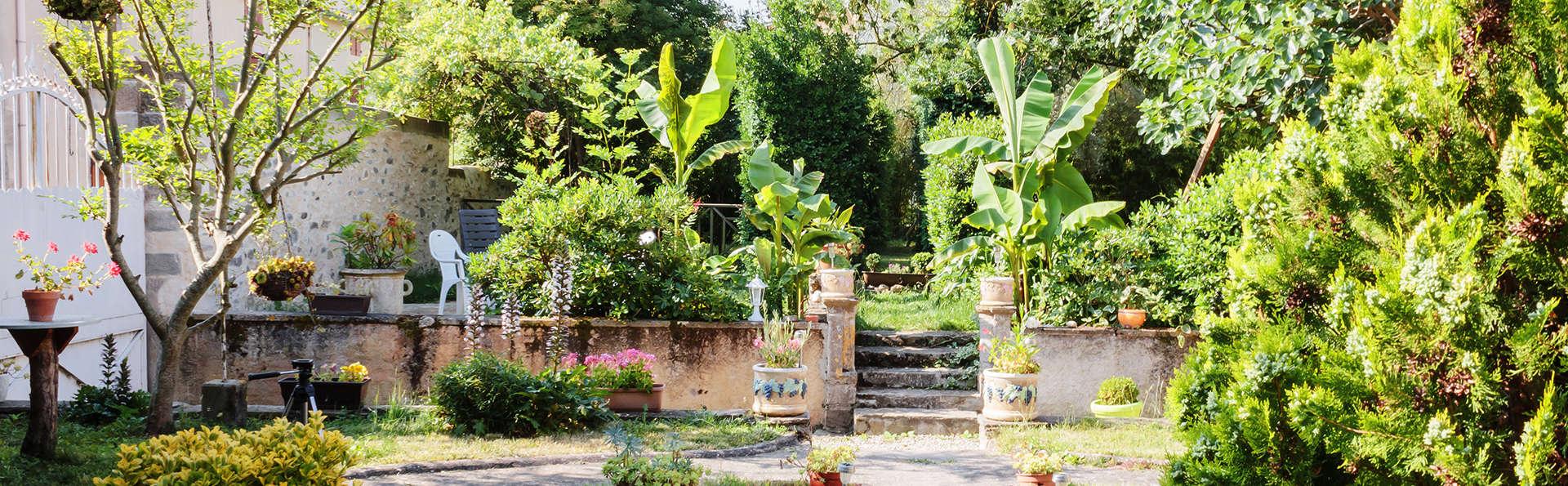 """Les Gîtes de Mirepoix """"Le Presbytère"""" - Edit_Garden.jpg"""