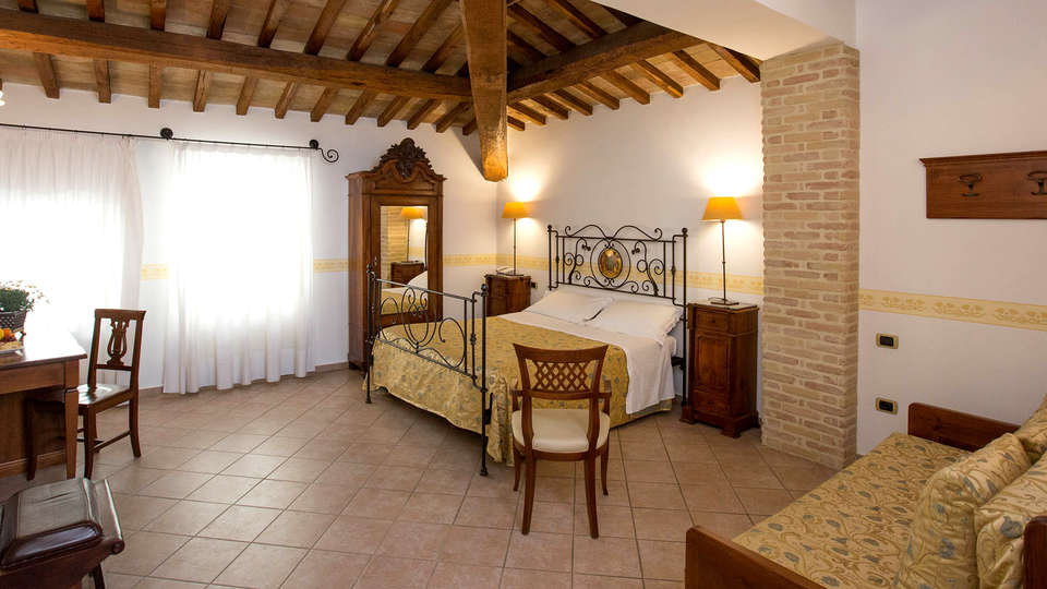Hotel Palazzo Brunamonti - Edit_Room3.jpg