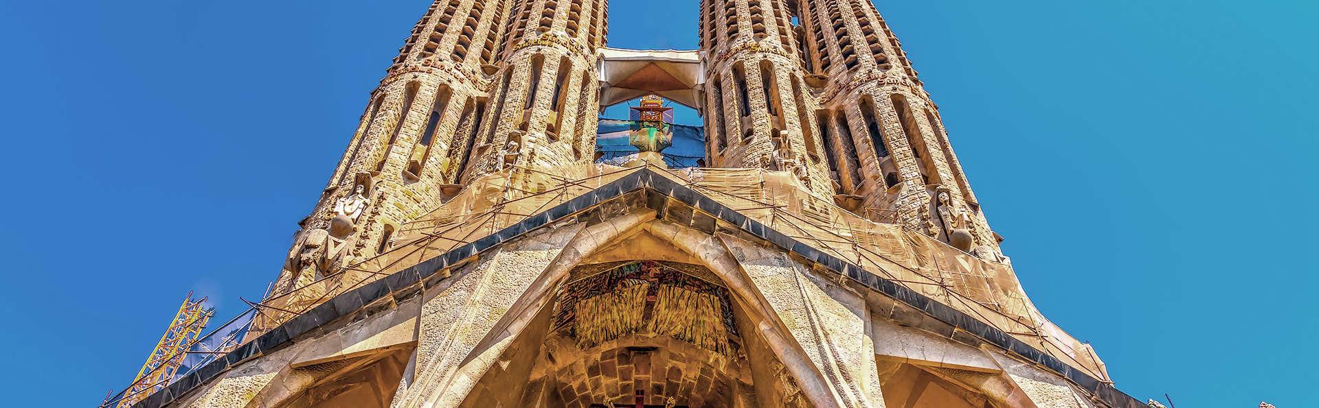Week end barcelone avec 1 billet coupe file pour la sagrada familia pour 2 adultes partir de 201 - Billet coupe file sagrada familia ...