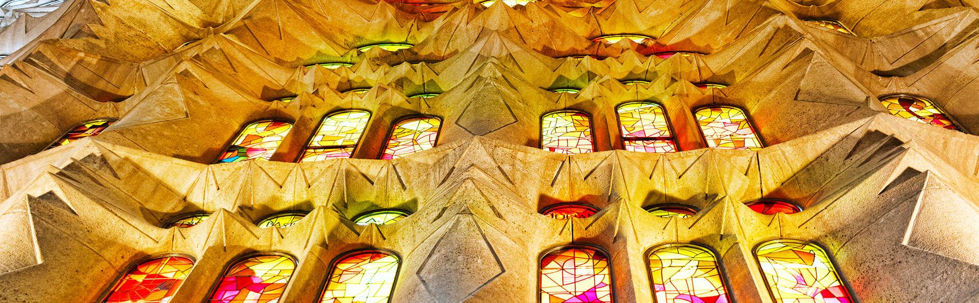 Disfruta Barcelona con visita a la Sagrada Familia y parking incluido