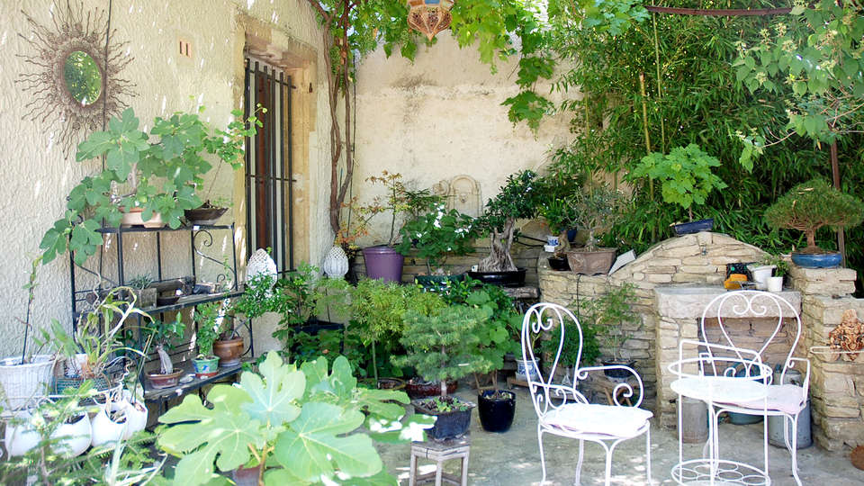 Mas des Armouriers - Edit_Garden3.jpg