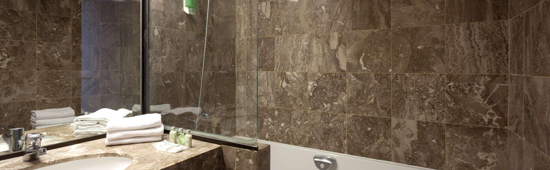 QUALITY HOTEL DUNKERQUE - Edit_Bathroom.jpg