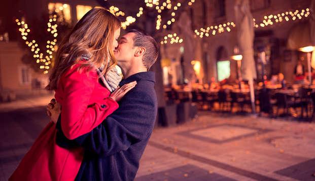 Especial Enamorados: con cena romántica en Carmona para dos con cava y bombones en la habitación