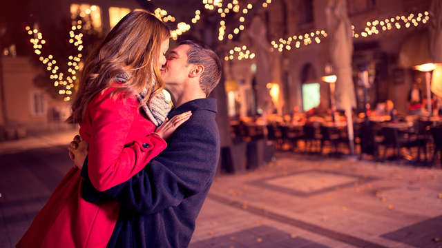 Pack completo para enamorar: Cena romántica en Carmona para dos con cava y bombones en la habitación