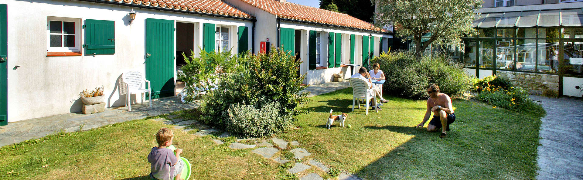 Hotel The Originals Domaine Le Martinet (ex Relais du Silence) - Edit_Garden.jpg