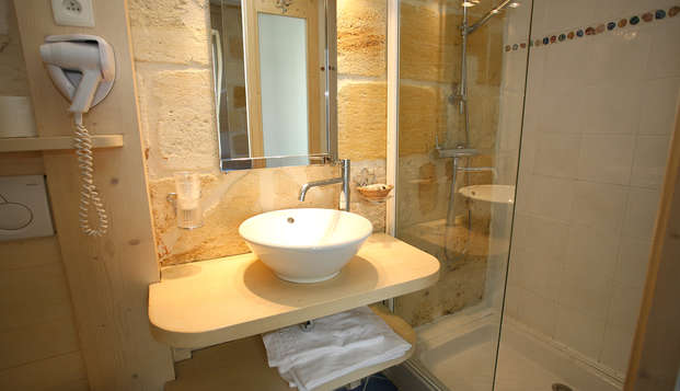 QUALYS-HOTEL Bordeaux La Tour Intendance - Bathroom