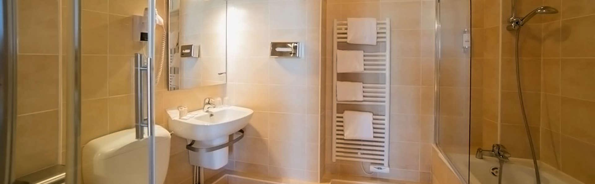 Terrasses Poulard - Edit_Bathroom.jpg