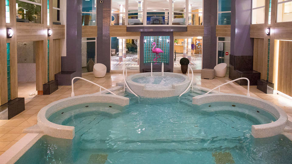 Grand Hôtel Les Flamants Roses - EDIT_NEW_Pool.jpg