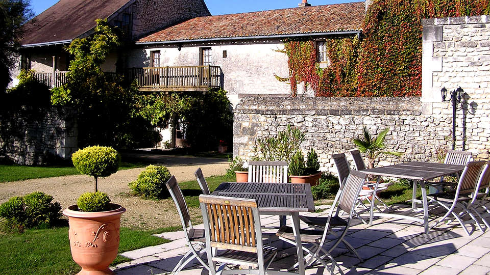 Le Pigeonnier du Perron,The Originals Relais (Relais du Silence) - Edit_Terrace2.jpg