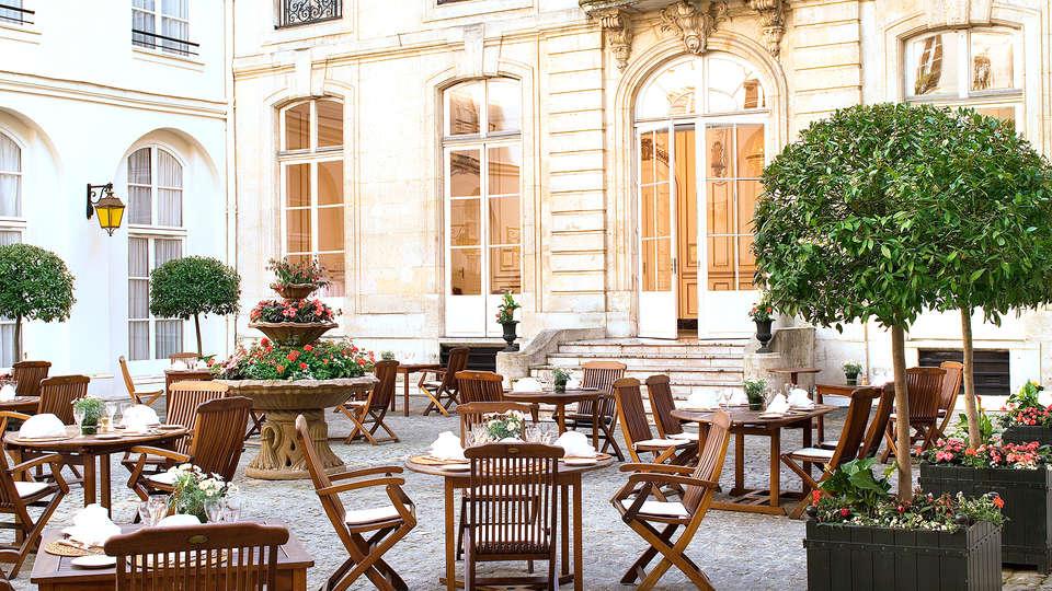 Saint James Albany Paris Hotel Spa - Edit_Terrace3.jpg