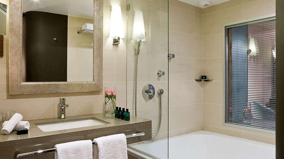 Sofitel Marseille - Edit_Bathroom2.jpg