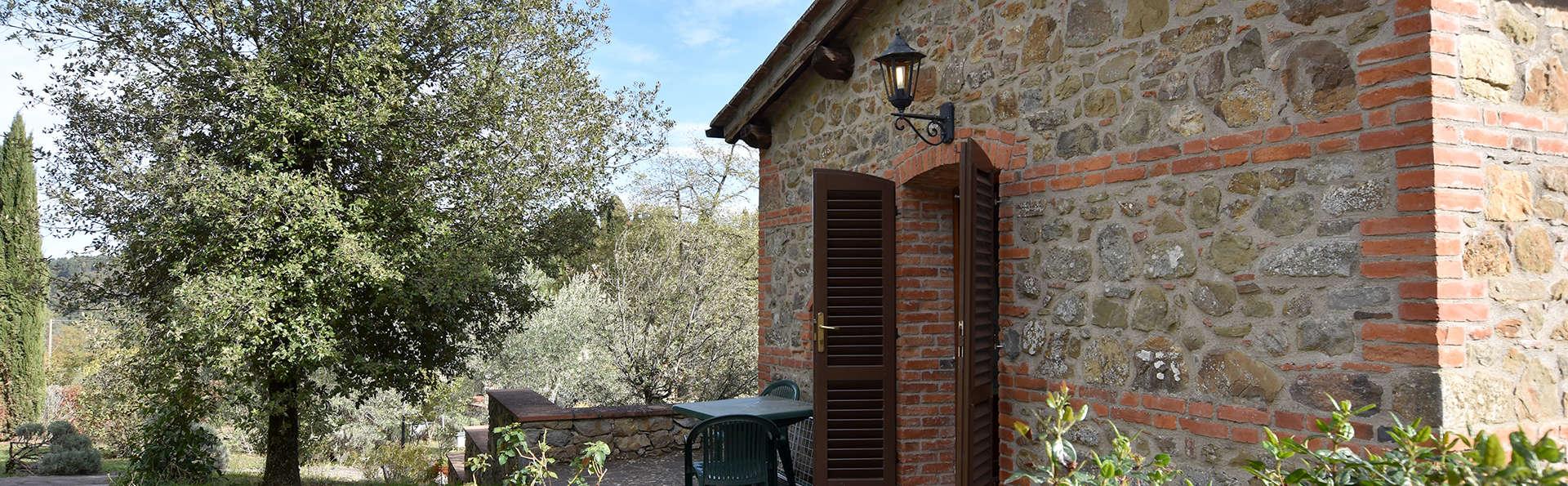 Découvrez un village médiéval au coeur de la Toscane avec dégustation de vin !