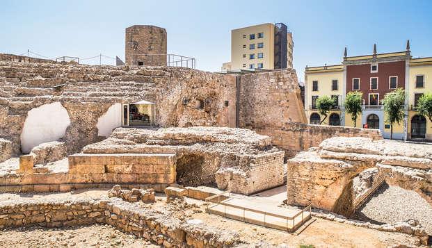 Visita guiada a la Antigua Tarraco con hotel céntrico en habitación superior