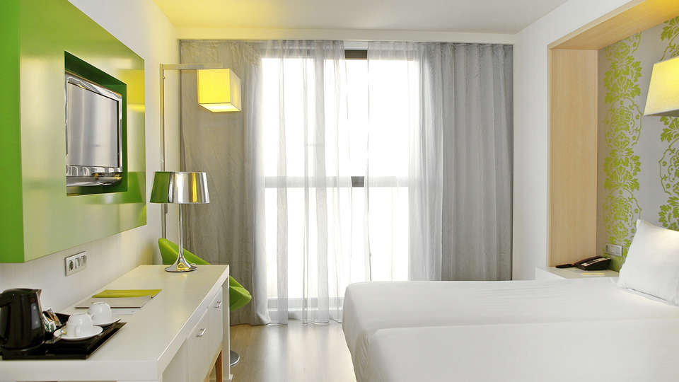 Double Tree by Hilton Girona - EDIT_NEW_Room7.jpg