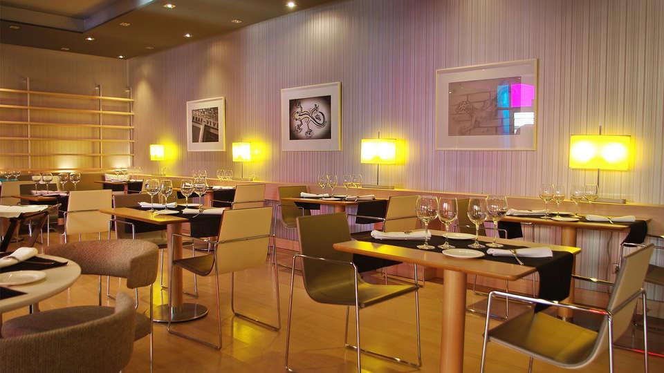 Double Tree by Hilton Girona - EDIT_NEW_Restaurant2.jpg