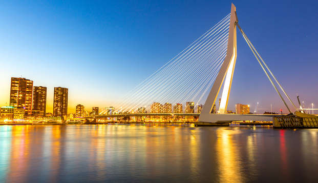 Découvrez la ville animée de Rotterdam dans un hôtel flambant neuf (non annulable)