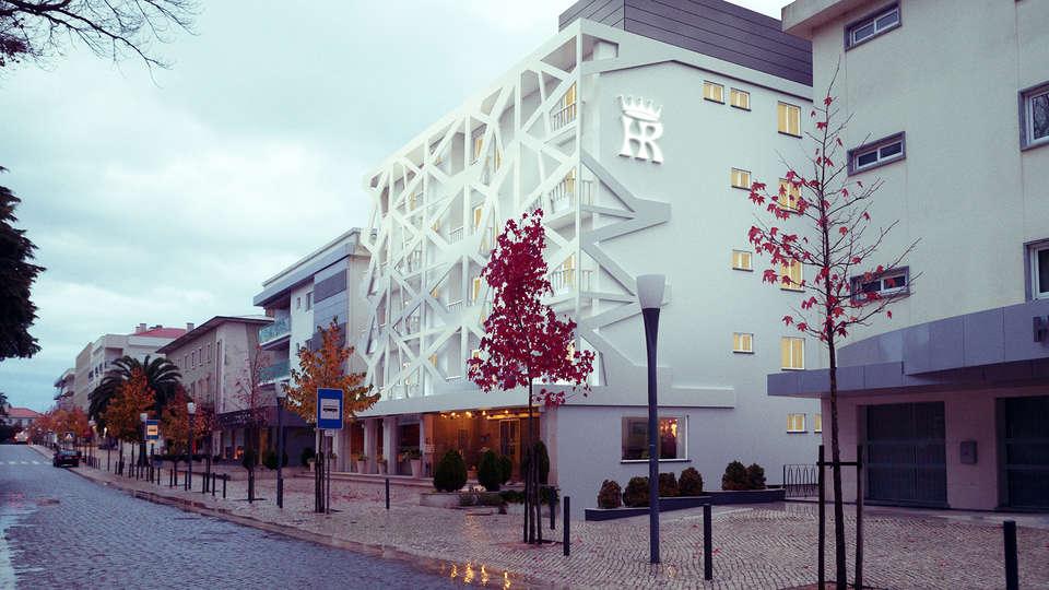 Hotel Regina - EDIT_NEW_Front.jpg