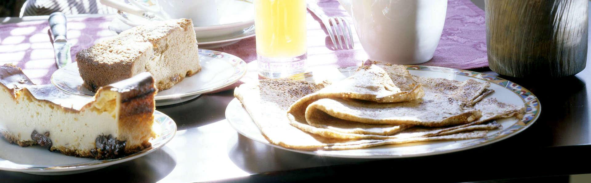 Vintage Hôtel - Edit_Breakfast.jpg