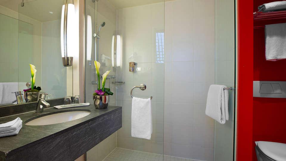 Park Inn by Radisson Nice - Edit_Bathroom2.jpg