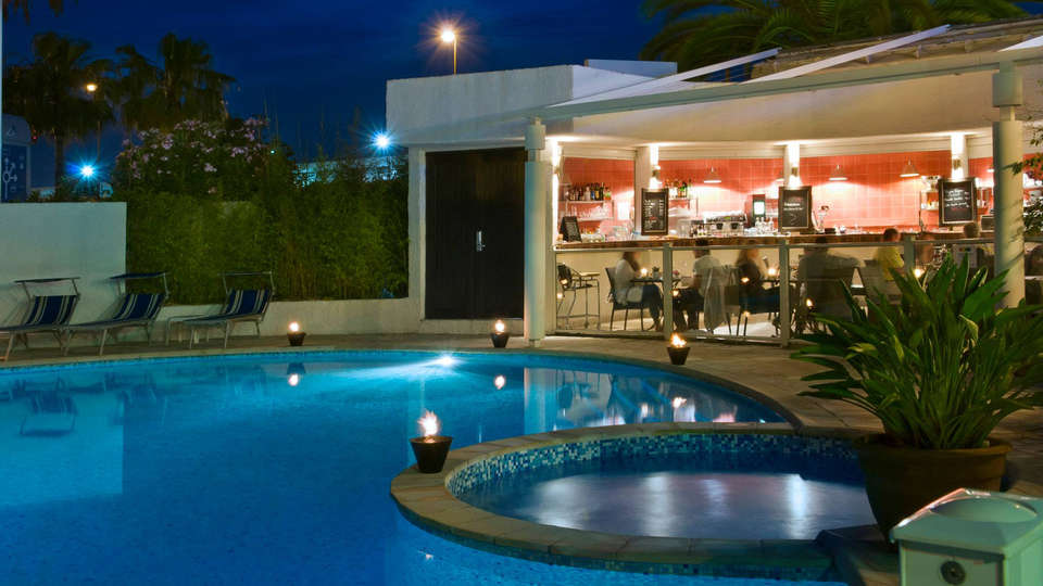Park Inn by Radisson Nice - Edit_Pool2.jpg